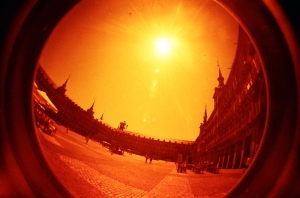 Plaza Mayor - redscale film alla Lomo Fisheye